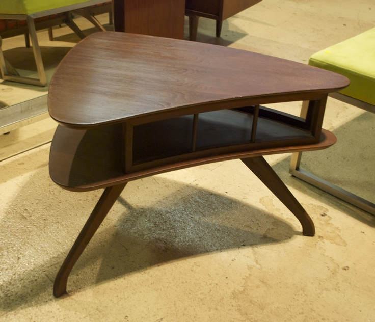 I used to own a three tiered more elongated table similair to this. Love the boomerang inspiration.