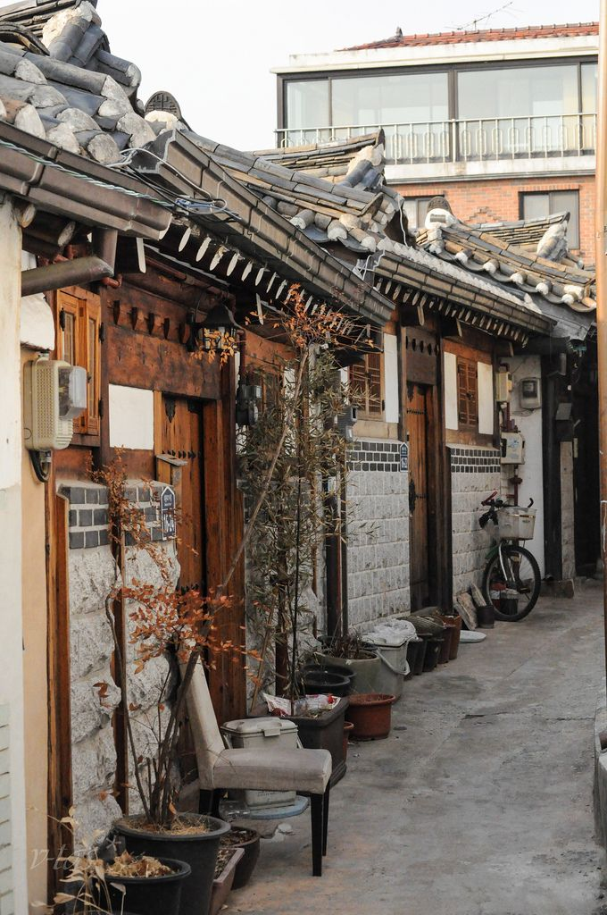 Traditional Hanok Architecture in Bukchon @ Samcheong-dong, Seoul