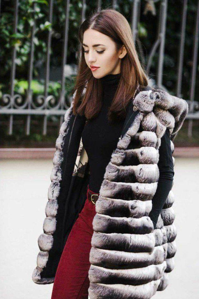 veste sans manche femme en fourrure gris, pantalon rouge blouse noire