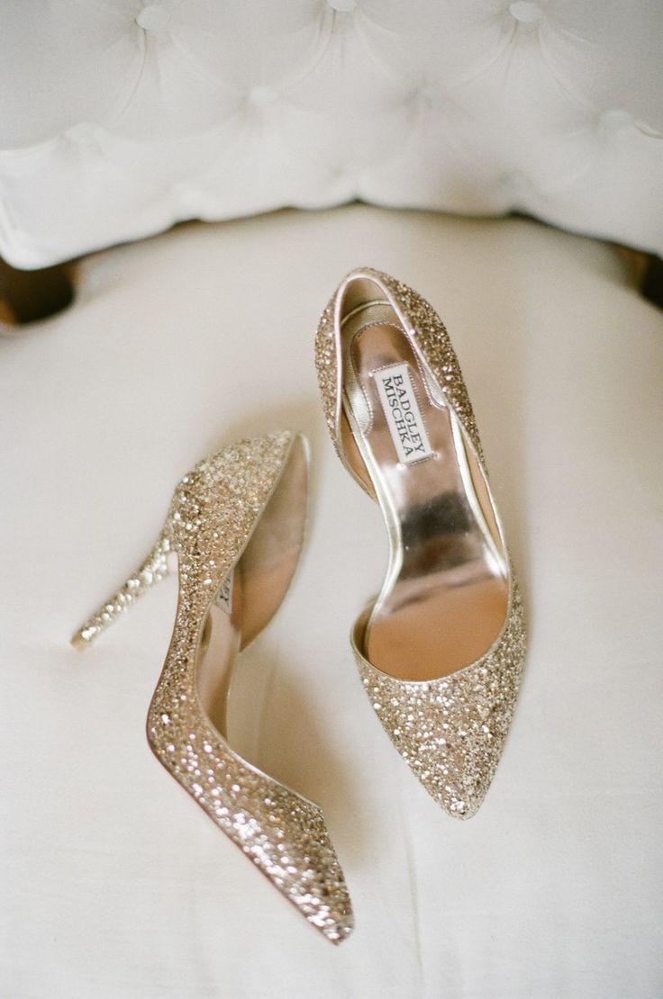 Sparkly gold Badgley Mischka heels #bride #gold #goldwedding #weddingheels #weddingshoes
