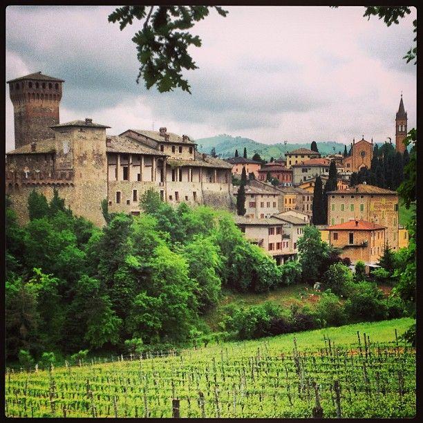 Castello di Levizzano Rangone (Mo) - Instagram by simo_pensiero_stupendo