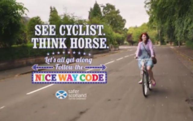 Bandito in Scozia uno Spot per la sicurezza stradale !!! (video) #scozia #bici #sicurezza #stradale