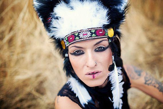 Wild Indian make-up  photo by Nikol Obrová model Sia Sai