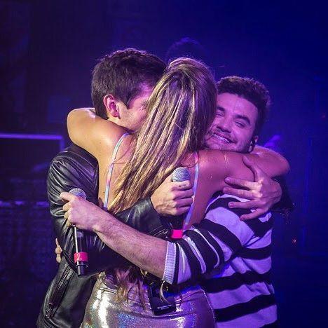 El abrazo después de terminar la primera función del Gran Rex!  14/11 en el Velódromo!  A quien vemos ahí? Ph: @qgl6b