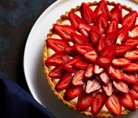 Strawberry and White Choc Tart: The sweetness of white chocolate combines with the tartness of strawberries in this rich tart, perfect for entertaining or just treating yourself to something special. Served chilled, this tart is a wonderful accompaniment to a cup of tea on a sunny afternoon. http://www.bakers-corner.com.au/recipes/sweetened-condensed-milk-recipes/condensed-milk-tarts/strawberry-and-white-choc-tart/