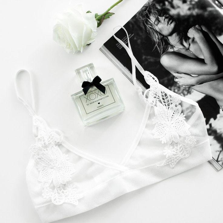 Bralette | White | Lace | Flatlay | Minimalistic | More on Fashionchick.nl