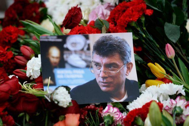 В Москве началась церемония прощания с политиком Борисом Немцовым, убитым в ночь на 28 февраля в центре столицы, передает ТАСС. Гроб с телом политика установлен в одном из залов Сахаровского центра. С