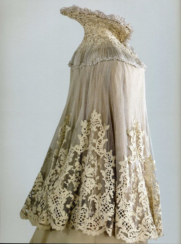 Drape the Empress Alexandra Feodorovna 1901. Gorgeous lace accents over sheer fabric - the woman had taste!