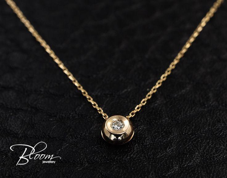 Mer enn 25 bra ideer om real diamond necklace p pinterest bezel diamond necklace 18k rose gold necklace gold diamond necklace real diamond pendant bezel diamond pendant mozeypictures Gallery