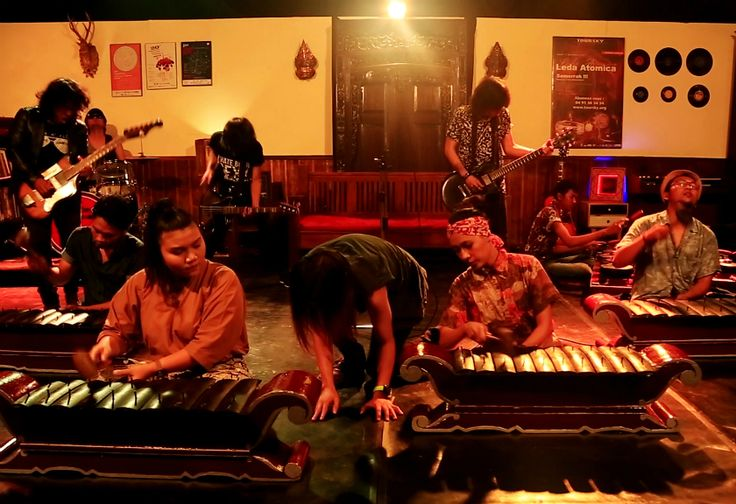 Keren, Kolaborasi Gamelan dan Musik Rock Ini Bikin Salut
