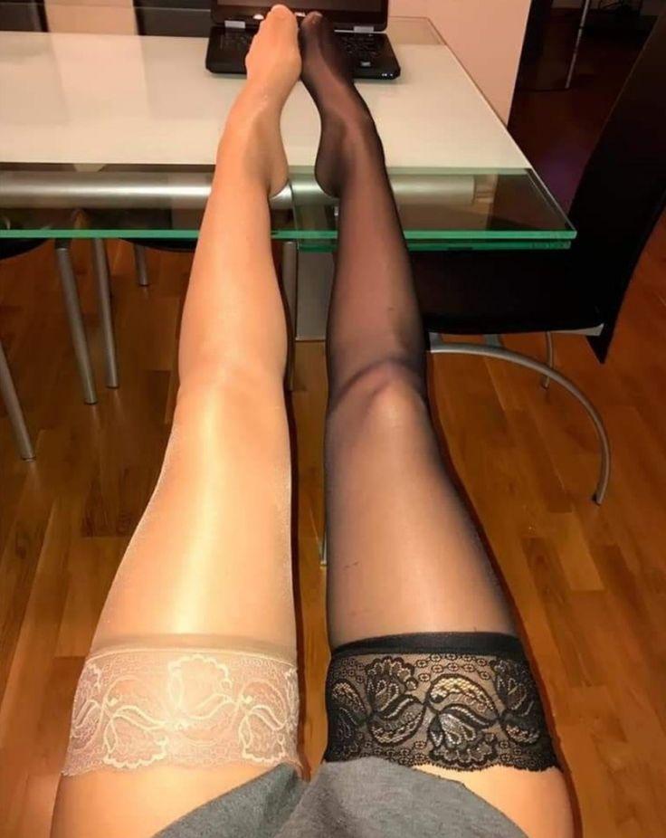 апскирт чаевые колготки нога на ногу она
