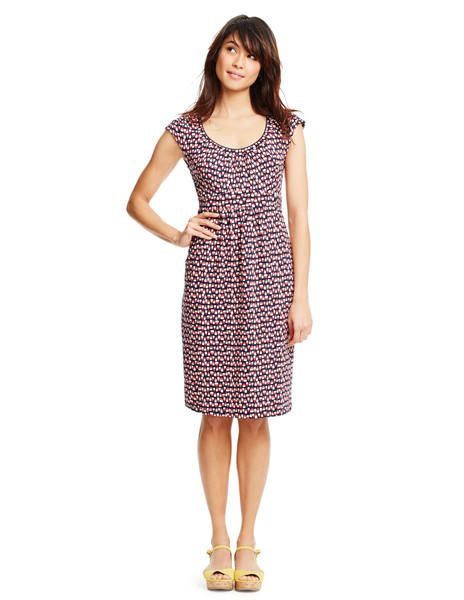 Cute comfy casual dress that can be dressed up with the right jewelry and shoes.  Like this pattern, plain black, and the green/white polka dot