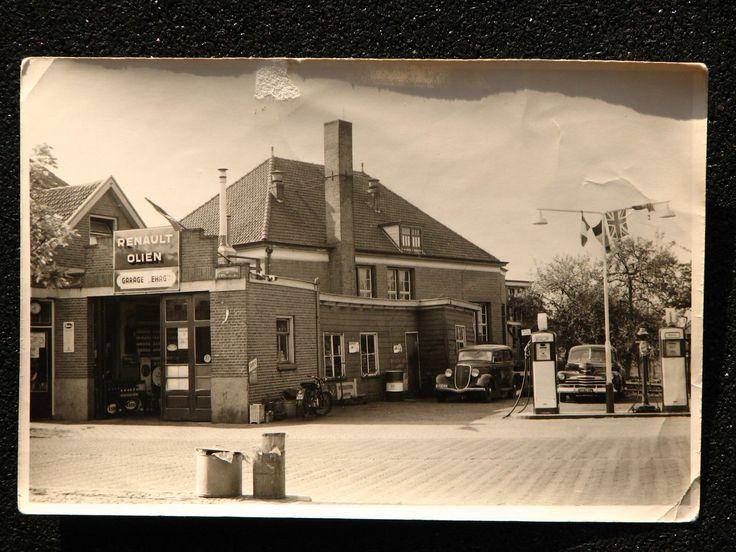 Garage EHAG aan de Dorpsstraat, met op de achtergrond het oude gymlokaal. Bron: Leven in Holten