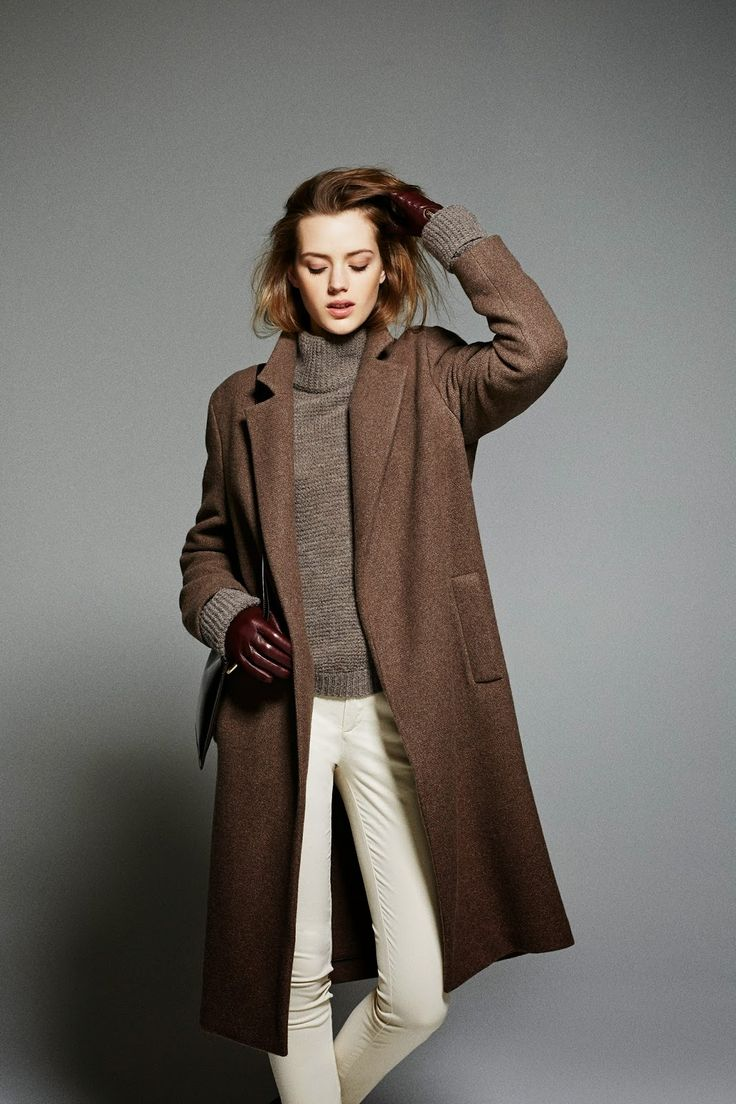 Pantalon crème, manteau marron, pull col roulé chiné, gant cuir marron, Massimo Dutti collection AH 2014-2015