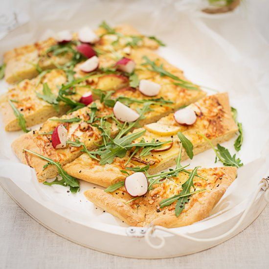 A spring tarte with apples and lots of cheese (in German)