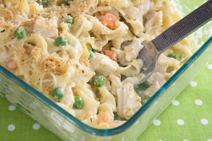 Looking for something warm to end the day with? This chicken noodle casserole will blow you away!