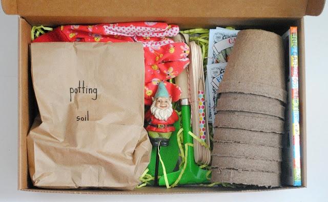 schöne Idee als Geschenk für Kinder mit kleinem Garten - Handschuhe, Erde, Samen,kleine Töpfe, Gartengeräte und ein Zwerg