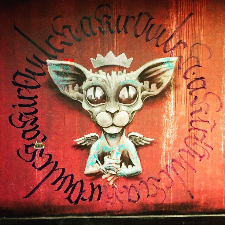 Bombing Cat by @vincentbrunoart #vincentbruno & #calligraphy by @akirovitch #akirovitch #chatsiamois #cat #siamois #siamesecat #streetart #graffiti #graff #spray #bombing #wall Cite U #paris