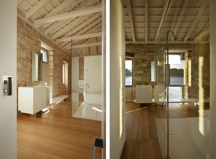 Una casa storica sul mare, ristrutturata con tecnologie e arredi moderni che incantano.