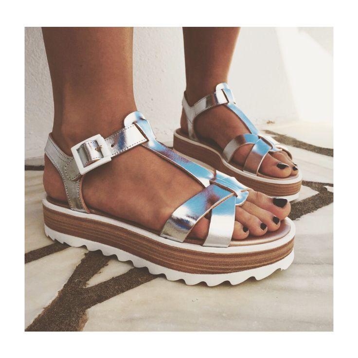 Silver sandals by a Greek label Komis & Komis. Instagram VAATE_BYMALESUSA