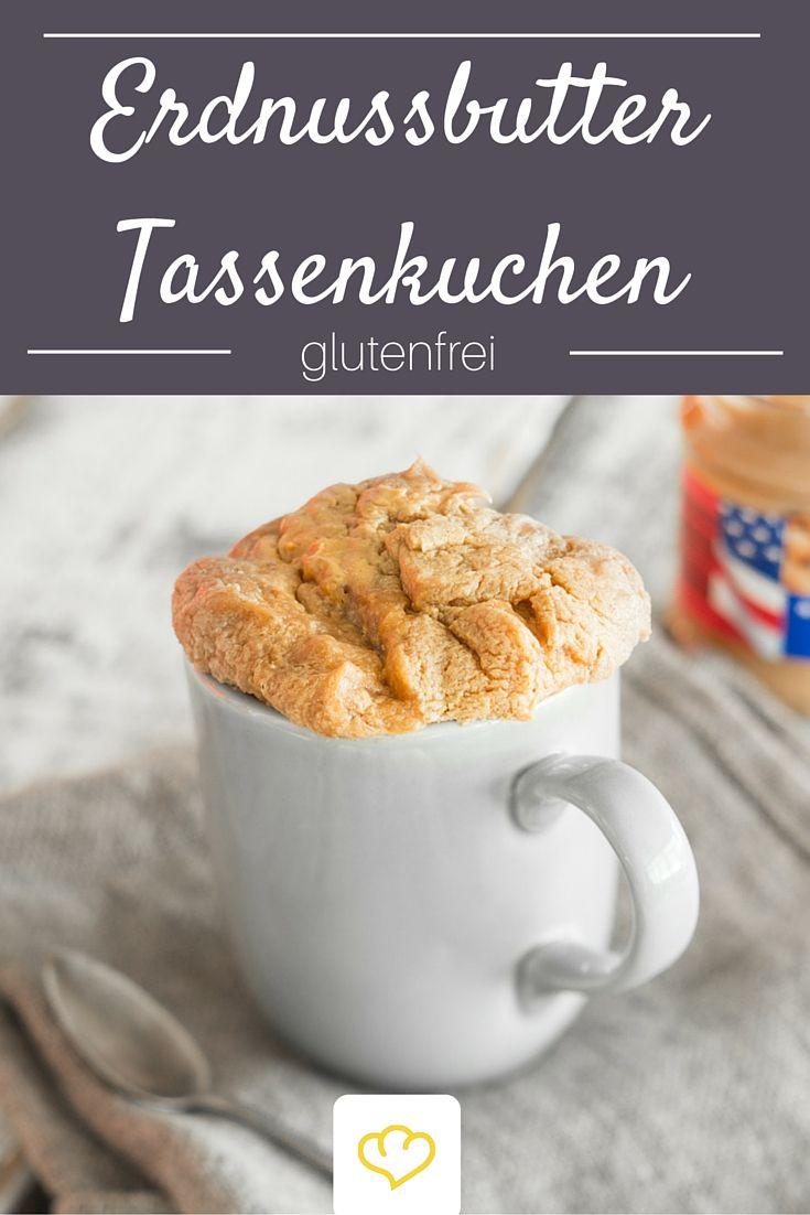Du bist auf der Suche nach dem schnellsten Kuchen der Welt? Bitteschön! Zwei Minuten – länger brauchst du nicht, um diesen Erdnussbutter-Tassenkuchen zu backen. Da wird es fast schon zur Nebensache, dass die kleine Köstlichkeit nur aus Erdnussbutter, Zucker und Ei besteht.