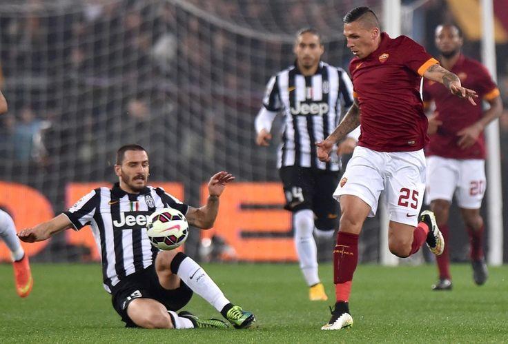 """Roma wstała z desek, ale ten remis jest """"zwycięski"""" dla Juventusu. http://sport.tvn24.pl/pilka-nozna,105/serie-a,113/serie-a-as-roma-juventus-turyn-1-1,520402.html"""