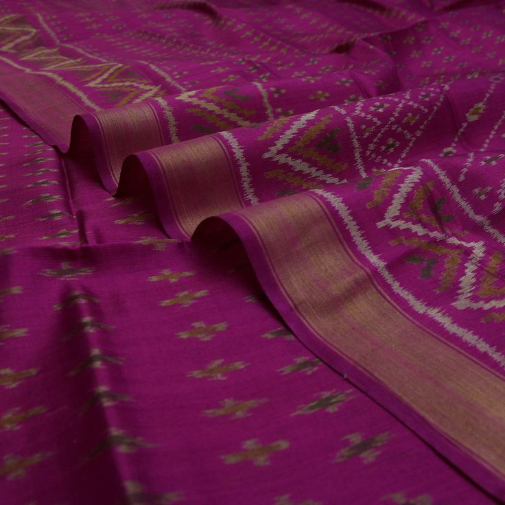 Handwoven Vadamalli Magenta Patola Silk Sari with Zigzag Design 900512109