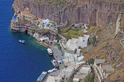 Santorini Port    (via santoriniport.com)