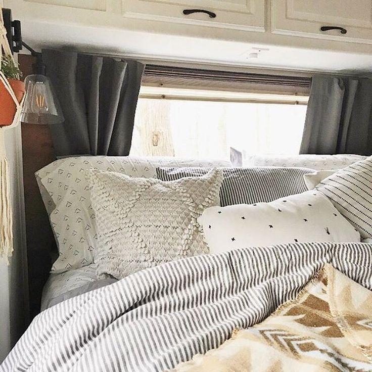45 Popular RV Bedroom Remodel Ideas - ROLEDECOR in 2020 ...