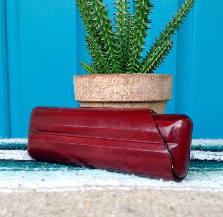 FREE SHIPPING-Vintage Reddish Brown Genuine Leather Cigar Case-Case for 2 Cigars-Made in Italy Leather Cigar Case-Leather School Florence by ellansrelics02 on Etsy https://www.etsy.com/listing/555755874/free-shipping-vintage-reddish-brown