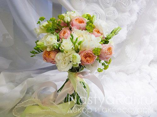 Букет для невесты из пионовидной розы и фрезии