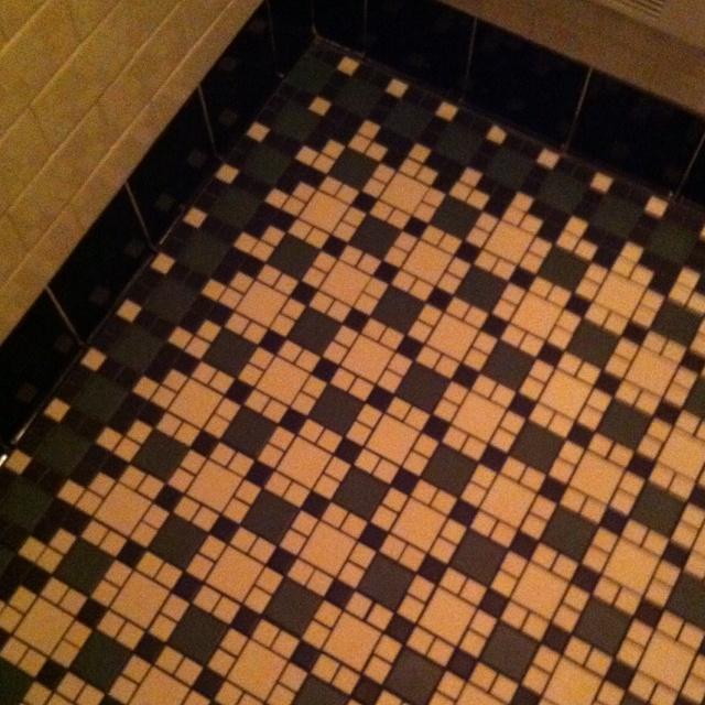 Vintage victorian tile floor design 1800s kitchen for Victorian style kitchen floor tiles