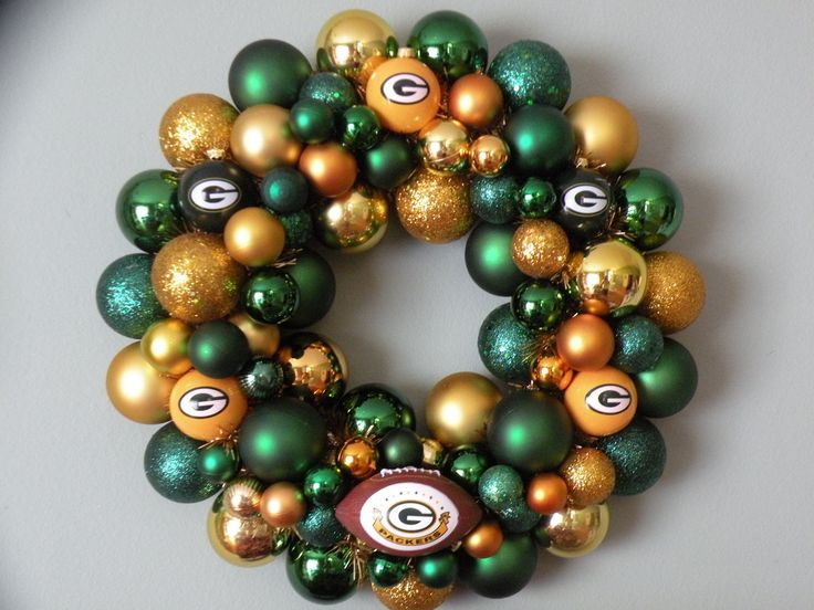 Green Bay Packers Wreath -- don't think I'd actually do this but it's a cute idea!