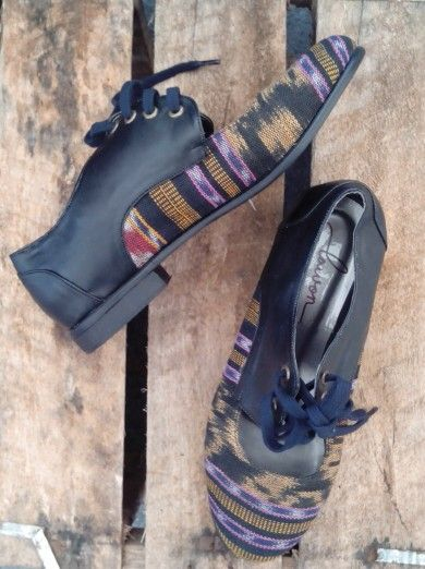 shoes Lawon product, tenun jepara, info product follow instagram @lawonhandmade