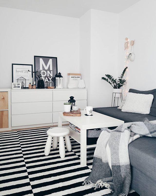 Uwielbiam taką pogodę. Słoneczko, ciepło, w domu pełno światła. Wiosna  ~ tagi na zdjęciu ✖  #livingroom #salon #scandinavian #scandilook #nordic #blackandwhite #norsuinteriors #dywan #dywanyluszczow #furniture #ikea#wood #homesweethome #whiteinterior #picoftheday #interior #monday #beautiful #scandinaviandesign #coffeetable #poster #black #wool#igers #vscocam #vscodaily #vscolove #goodvibes