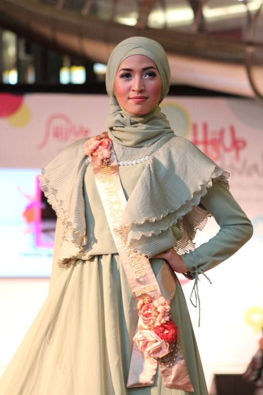 Finalist Grand Final HijUp Model Look 2013 : Tresa Marta Tenggara (Ria Miranda's Collection)
