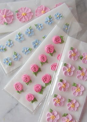 Royal Icing Flowers.  and the gum paste flowers in the blog are beautiful too.  i should take a class sometime.