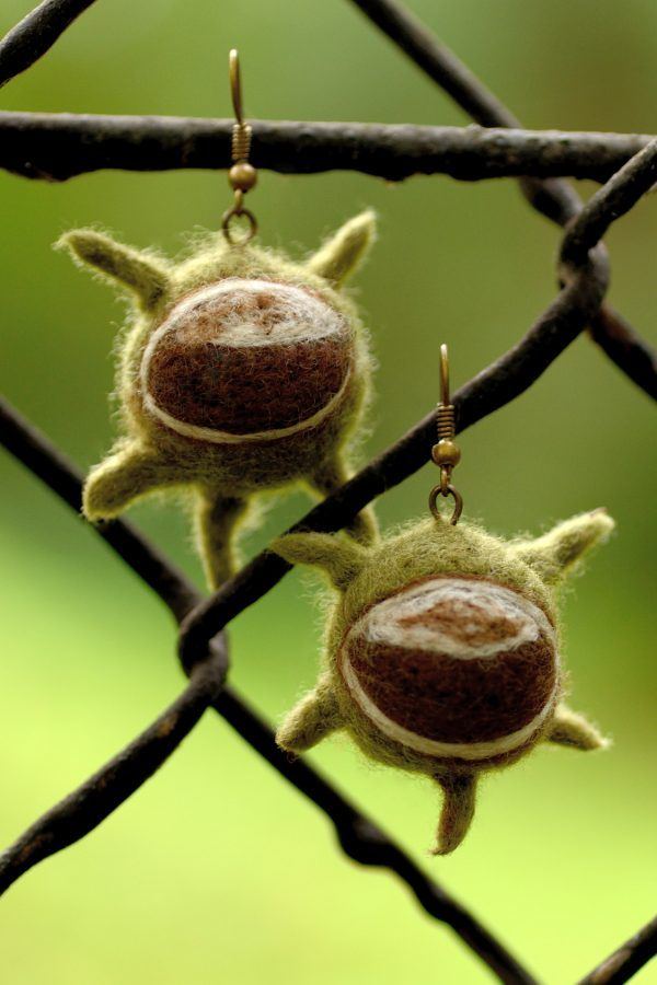 Spiky autumn earrings with felted chestnuts. Very cute jewelry for fall... :)