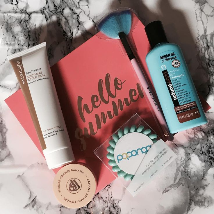 Glossy box was amazing this month �� time to try some banana baking @glossyboxuk ✨#makeupjunkie #muaartist #dipbrowpomade #anastasiabeverlyhills #blogging #makeupblogging #contour #highlight #mattelipstick #abh #cosmetics #beautyjunkie #follow #rosegold #eyeliner #mascara #eyeshadow #glossybox #modernrenaissancepalette #followforfollow #wingedeyeliner #makeupblogger #instagram #instagood #instadaily #muafollowtrain http://ameritrustshield.com/ipost/1555756036228345432/?code=BWXJ99Ij25Y