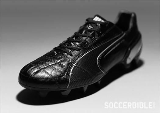 http://www.soccerbible.com/performance/football-boots/2013/02/puma-king-sl-football-boots-black-silver/