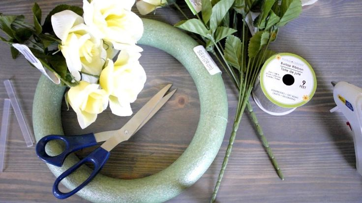 Home Decor DIY - Summer Wreath & Silhouette Wall Art