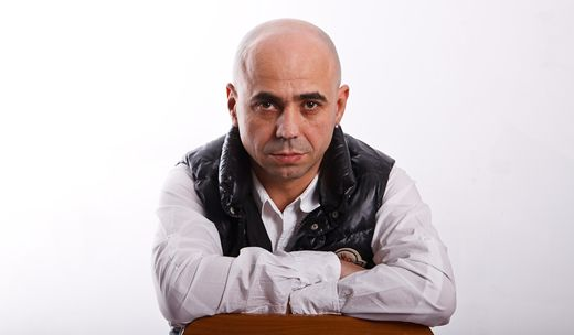 Strazile din Bucuresti il pun la cheltuiala pe DJ Sava  http://www.emonden.co/strazile-din-bucuresti-il-pun-la-cheltuiala-pe-dj-sava