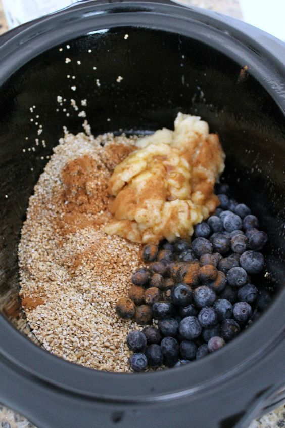 Slow Cooker Blueberry and Banana Steel Cut Oats and Quinoa