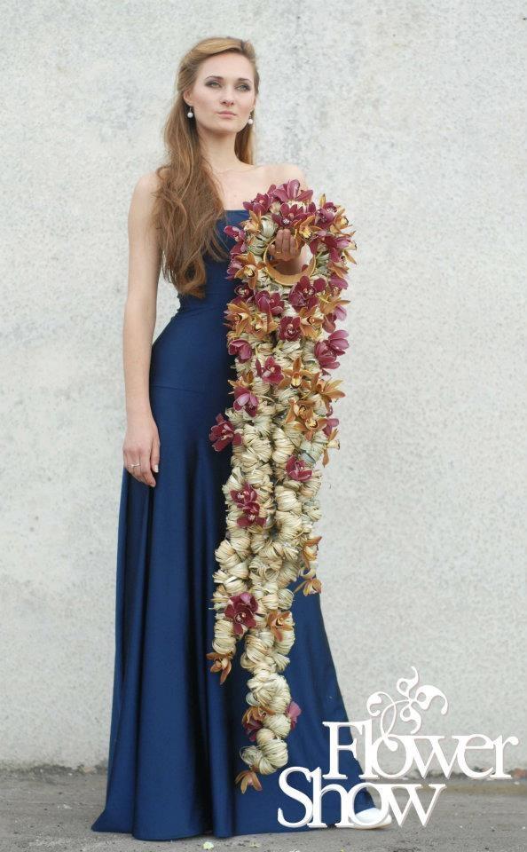 Not for the shy bride, modern orchid cascade - Inna Petrenko + Sergey Karpunin
