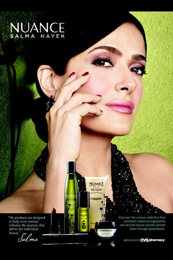 Salma Hayek isi promoveaza linia de cosmetice!