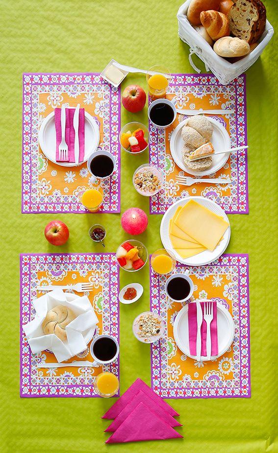 Zo begin je de dag met een glimlach: dek de ontbijttafel met felle kleurtjes en vrolijke prints in contrasterende kleuren. Collectie 2016. #ontbijt #tafelbekleding #tafelpapier #AVA