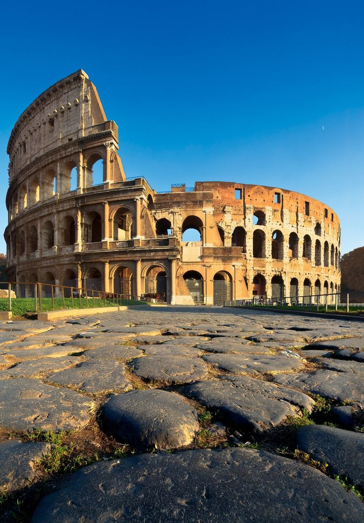 Le Colisée à Rome. Voyages Gaby Carlson Wagonlit se spécialise dans les voyages vacances et de groupes depuis 1982. Rome's Colosseum. Gaby Travel Carlson Wagonlit is a specialist in package trip and group trip since 1892.