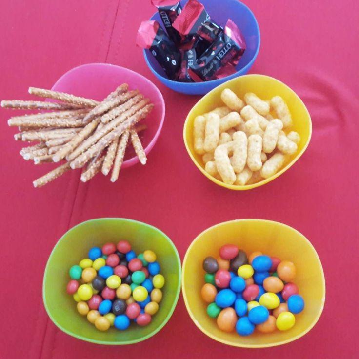 Ich warte immer noch auf die Kinder und den Mann. Na ja mehr #Snacks für mich. #mamablogger_de #blogger_de #germanblogger #colours #sweets