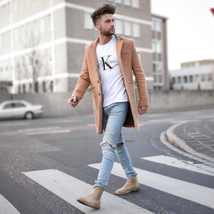 """4,773 次赞、 104 条评论 - Tobias (@tobilikee) 在 Instagram 发布:""""Beige saturday  Love the combo of my Chelsea boots @lordyastudios and my coat @blackkaviar  Wish…"""""""