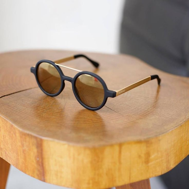 The Vivien Metal Black Gold. The rubber coated frame and gold brushed temples make the perfect combination for a stylish pair of shades.